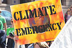 Youth climate strikers demand leaders take climate action urgently ©Flickr Takvr