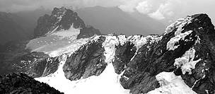 Glaciers on the slopes of Mount Stanley  © WWF