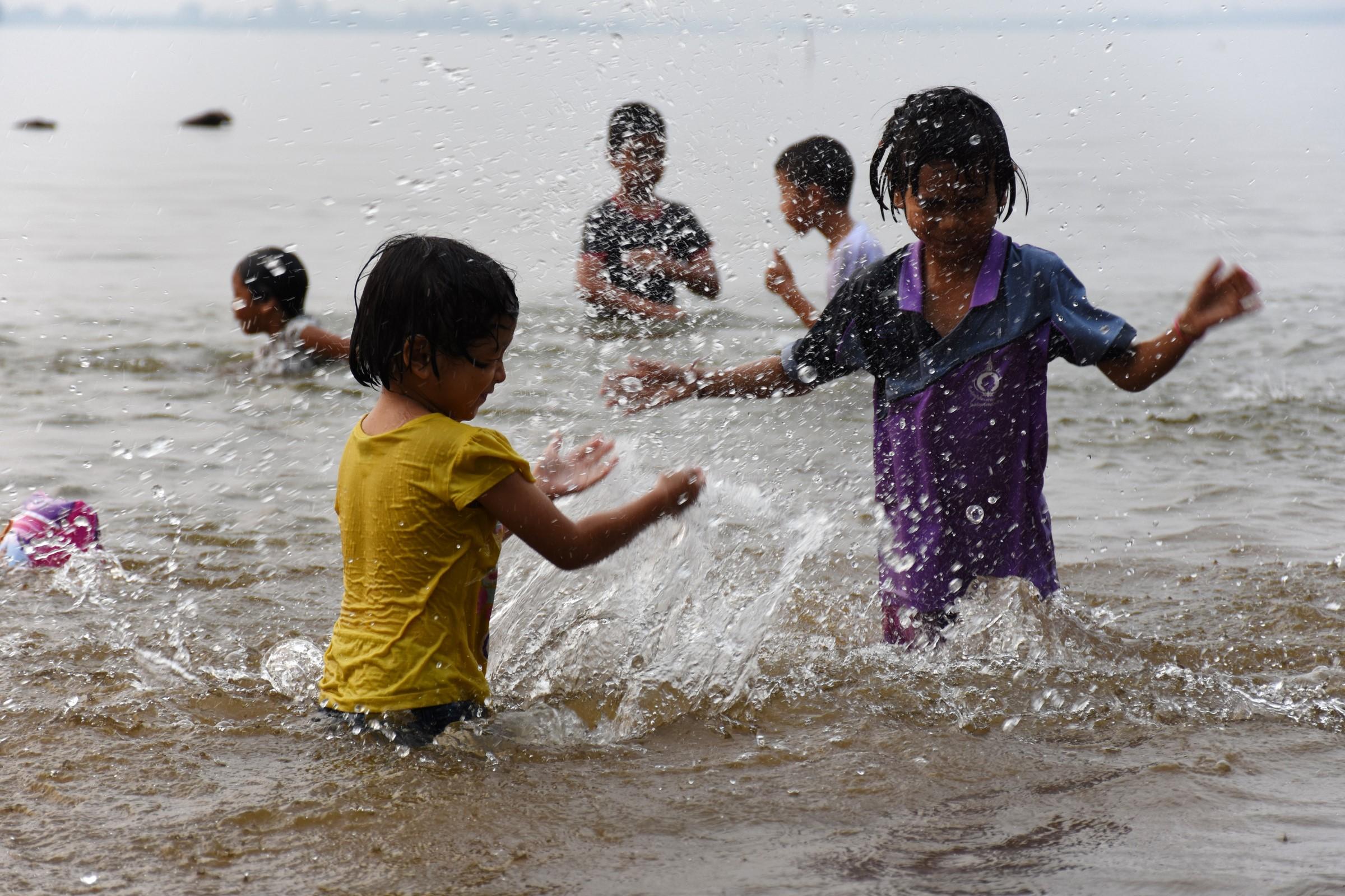 BBC News | ASIA-PACIFIC | Vietnam flood victims face crocs