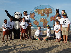 "WWF's peaceful event ""Sunset Down on Addington Beach"" in Durban.  © WWF / Franko Petri"
