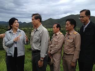 นายกรัฐมนตรี พร้อมด้วยรองนายกรัฐมนตรี ดร.ปลอดประสพ สุรัสวดี รัฐมนตรีว่าการกระทรวงมหาดไทย กระทรวงคมนาคม ปลัดกระทรวงทรัพยากรธรรมชาติและสิ่งแวดล้อม พร้อมด้วยอธิบดีที่เกี่ยวข้อง 7 กรม เดินทางเยือนอุทยานแห่งชาติกุยบุรี เรียนรู้และยืนยันกุยบุรีโมเดล ประสบความสำเร็จในการอนุรักษ์ช้างป่าและสัตว์ป่าดีเยี่ยมระดับสากล