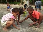 Tiny Tots of Nacula village in Yasawa join the mangrove tree planting program and build resilience to climate change ©WWF-South Pacific